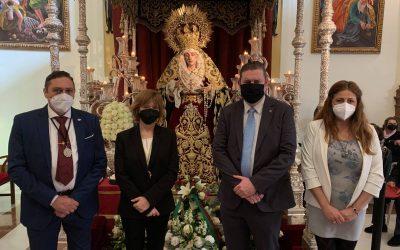CAF Málaga realiza su tradicional ofrenda floral a la Virgen de las Penas