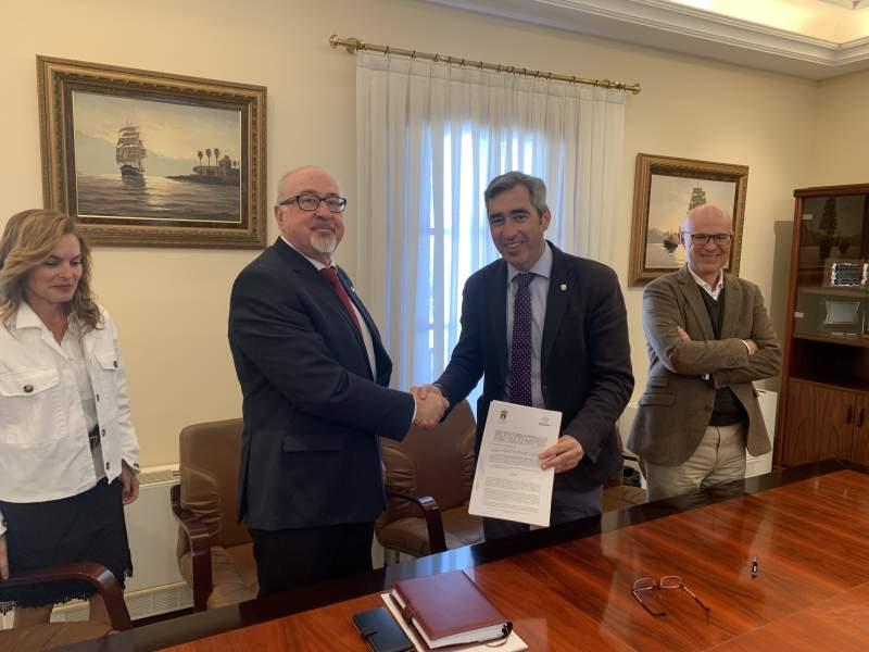 CAF Málaga firma un convenio de colaboración con el Ayuntamiento de Benalmádena